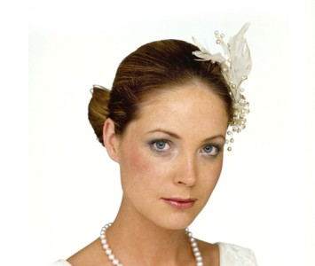Headpiece - style - Shelly - Sparkling ivory feather with glass daisies and studded pearl.